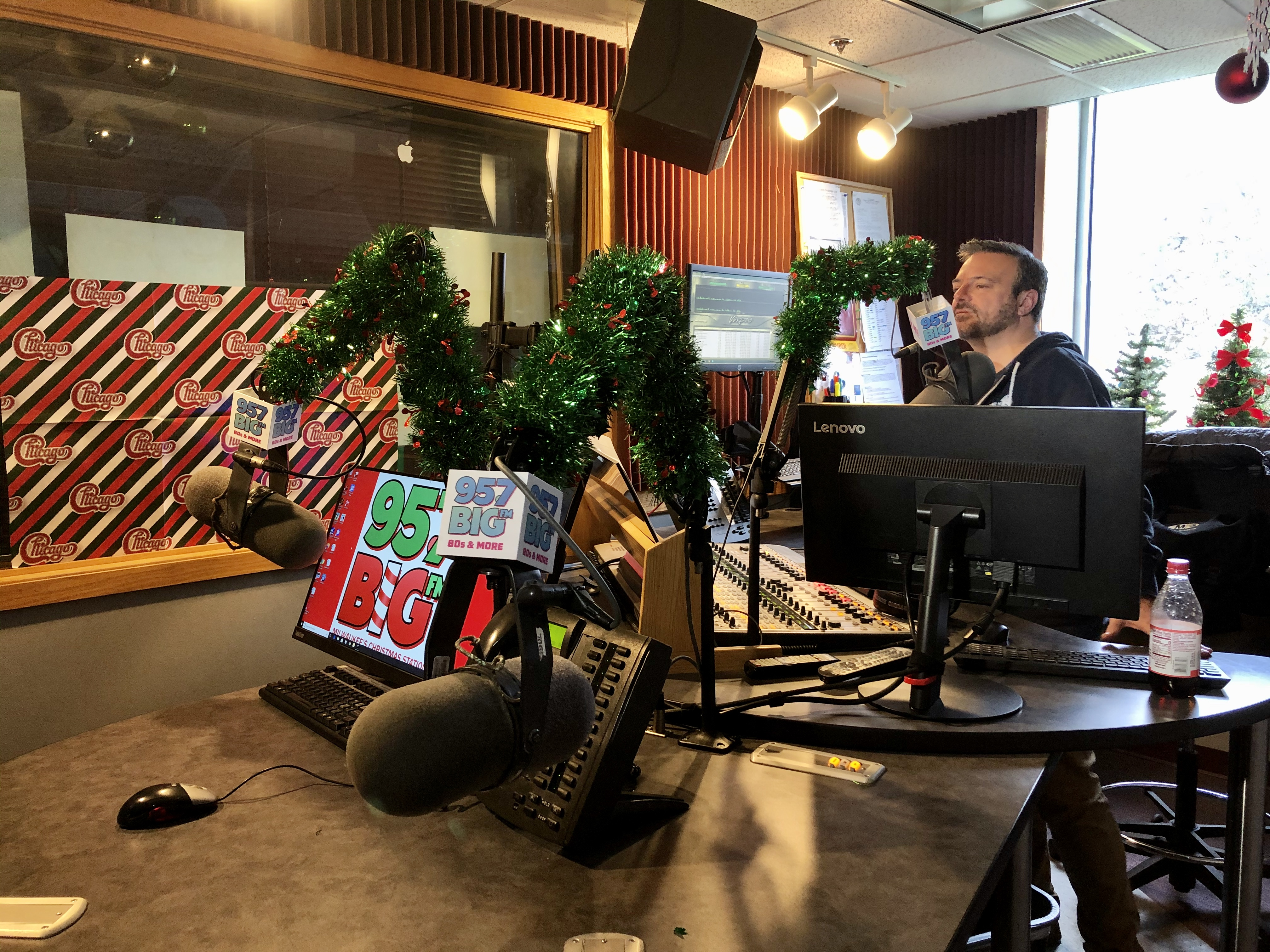 Christmas Music 2020 On Radio Richmond Va It's never too early:' Local radio station begins playing nonstop