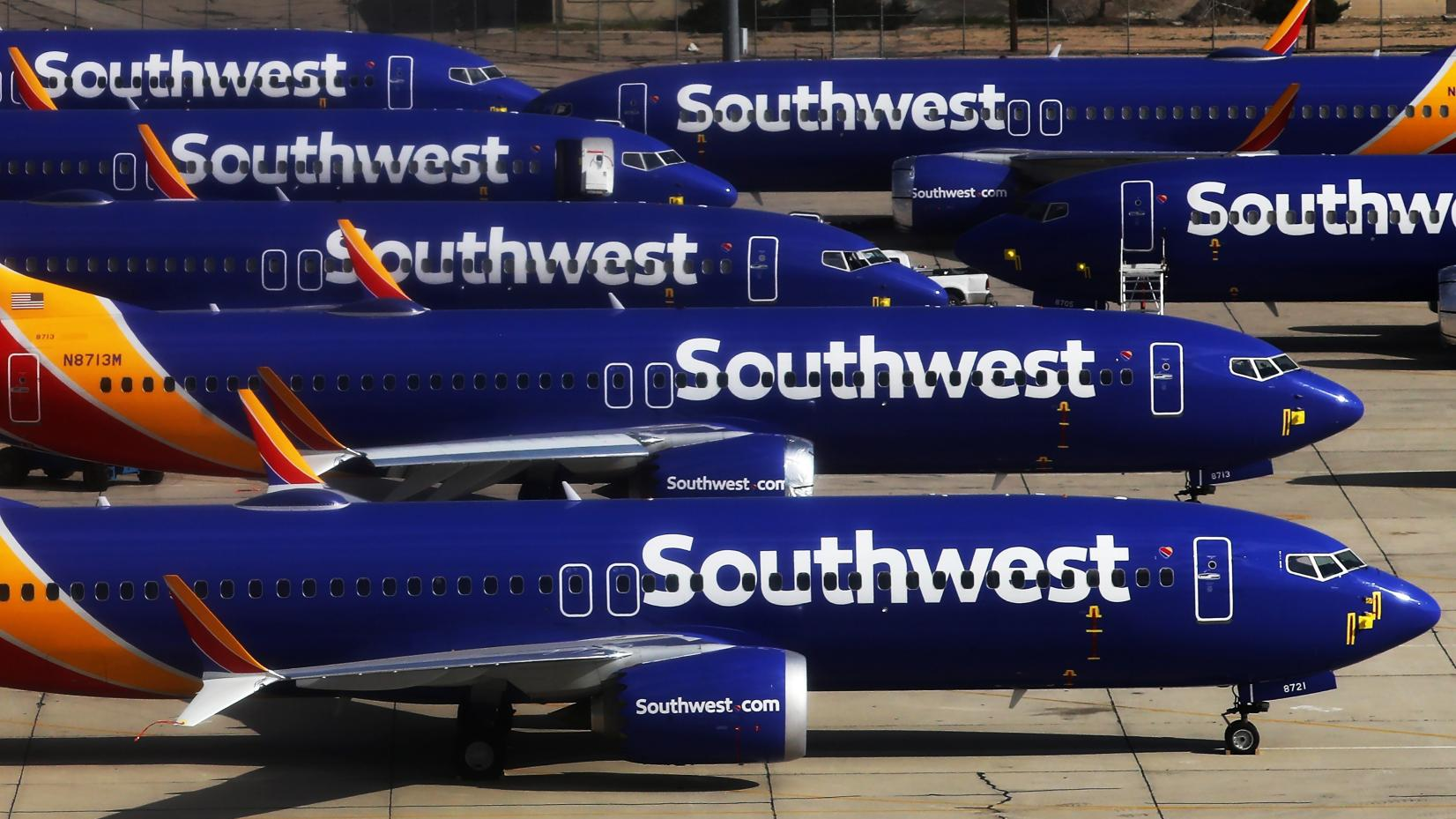 Two Southwest pilots live streamed video from a plane's ...